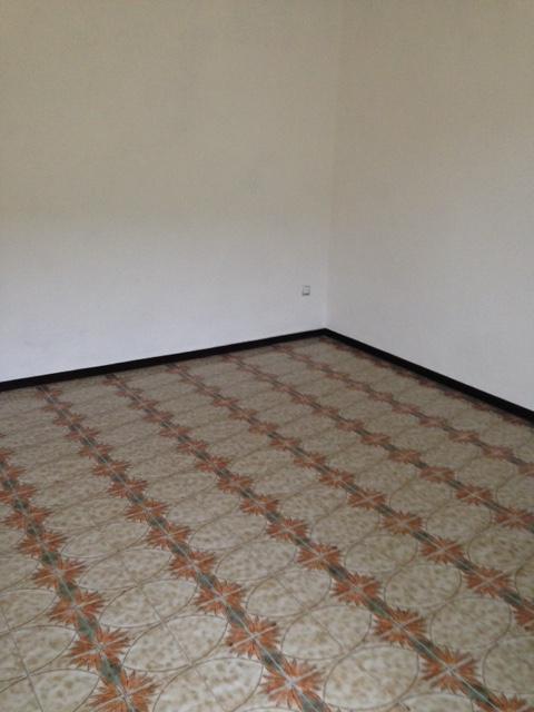 Brembate sopra trilocale for Piani per due box auto con appartamento sopra